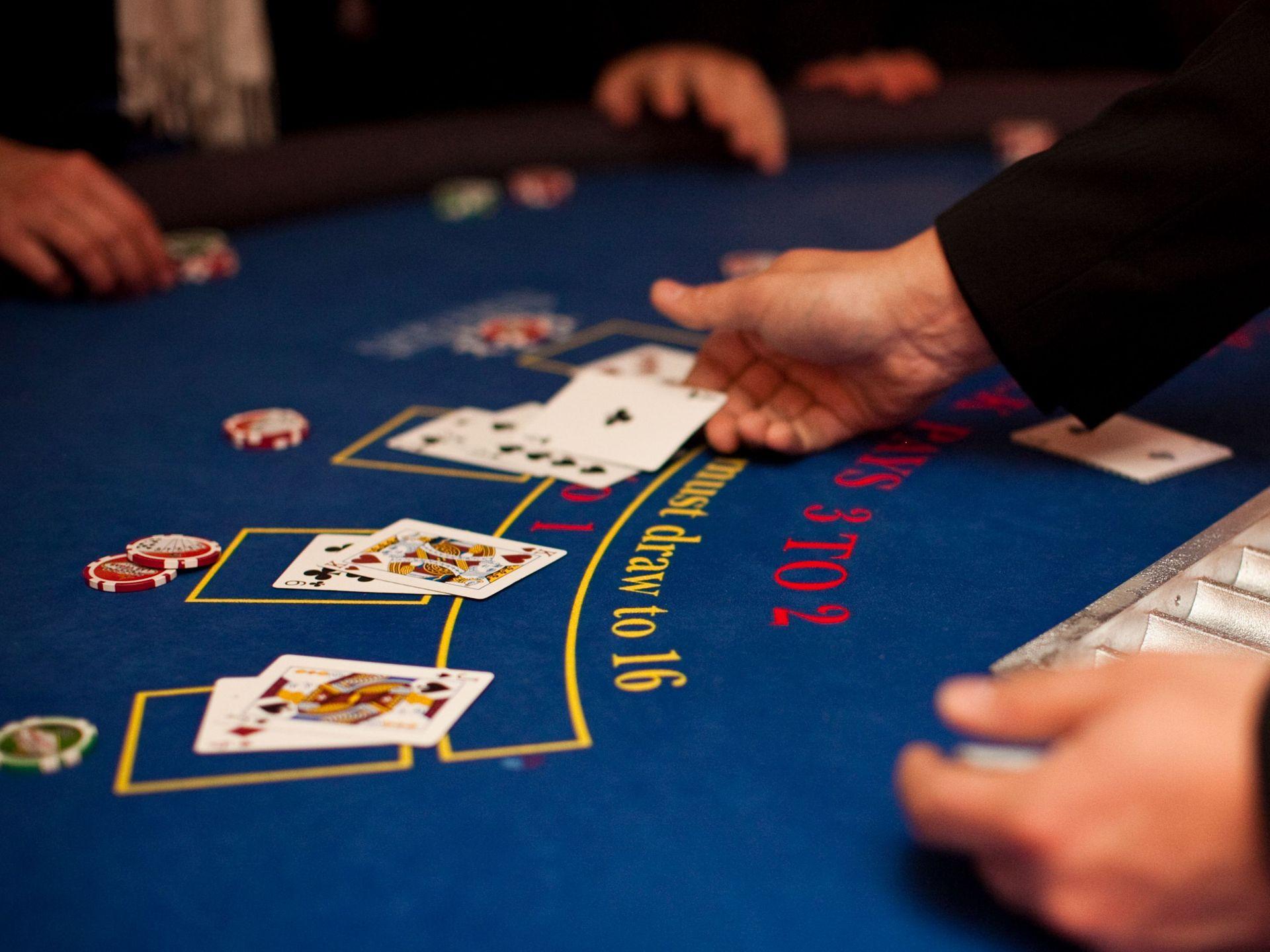 Blackjack en ligne : de vrais croupiers pour jouer